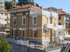 Hotel Ines, hotell i Varazze