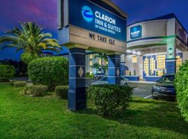 Clarion Inn & Suites Clearwater Central, hotel near Moccasin Lake Nature Park, Clearwater