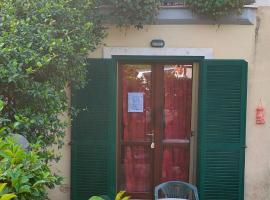 Tana per gli ospiti, hotel in Terni