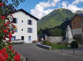Aux Volets bleus d'Aulus, hotel near Guzet-Neige Prat Mataou Téléski de l'Ecureuil, Aulus-les-Bains