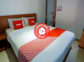 Vaccinated Staff - OYO 3109 Point Inn, hotel in Jakarta