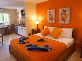 Cariñas Studio Apartments, hotel perto de Palm Beach, Palm-Eagle Beach