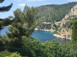 APPARTEMENT MAISON AVEC PISCINE ET VUE MER, villa in Cap d'Ail