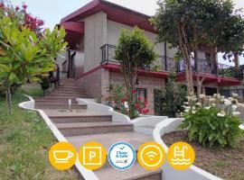 Casa Mimosa & Jacuzzi, Tudo Incluído, apartamento em Braga