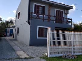 Sobrado fragata 3 D 2 banheiro Wi-Fi, holiday home in Pelotas