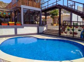 Amina Hill View Villa Malang by ecommerceloka, hotel with pools in Malang