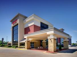 Drury Inn & Suites Greensboro, hotel in Greensboro