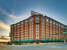 Drury Plaza Hotel Broadview Wichita, hôtel à Wichita