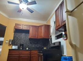 Private APT w King Bed and 1 Lounge Room, vacation rental in Brooklyn