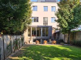 Authentic 19th c. mansion with spacious garden, hotel in Gent