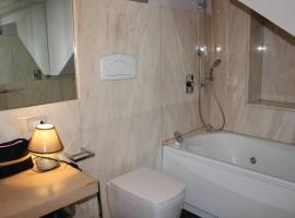 Casa Belledonne, hotel with jacuzzis in Naples