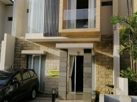 Villa anggrek 6 batu malang, pet-friendly hotel in Batu