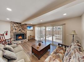 Ski-In, Ski-Out! Updated & Walkable Slope-View Gem Duplex, apartment in Big Bear Lake