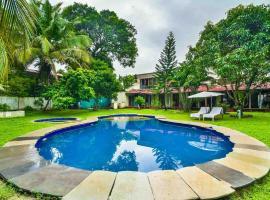 3Bhk Calangute Nasha Villa w Personal Caretaker, hotel with pools in Old Goa