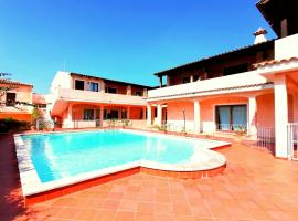 Porto Cervo Sunshine, hotel with pools in Porto Cervo