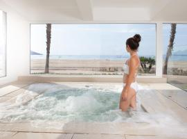 Montecarlo Hotel & Spa, beach hotel in Roses