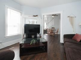 Huge Apartment! Hip Area Near Downtown, apartment in Cleveland