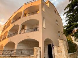 Apartments Grozdana, hotel in Gradac