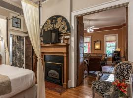 Hill House Bed and Breakfast, vacation rental in Asheville