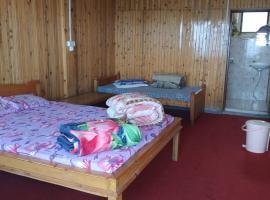Crown Imperial Holiday Inn, resort in Kalimpong