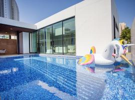 Movenpick Pool Villas and WSB Residences x GSG, hotel in Na Jomtien