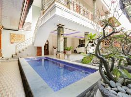 OYO 4003 Ceria Guesthouse Seminyak, hotel in Seminyak