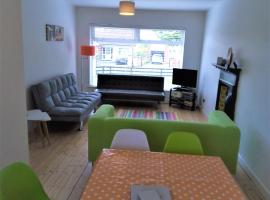 PRIVATE HOLIDAY HOME-SOCIALLY DISTANT, SELF CATERING, FAMILY STAYCATION - IN THE HEART OF ENNISKILLEN - SLEEPs 8 ADULTS & BABY, hotel in Enniskillen