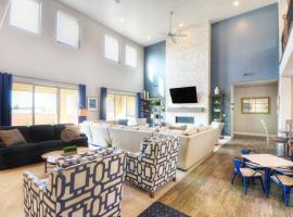 PV 63 Sleeps 32, Private Hot tub, Foosball Table, Ping Pong, Theater Room, and Private Splash Pad, vacation home in Santa Clara