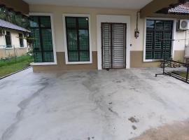 Homestay Faiz Melaka, villa in Malacca