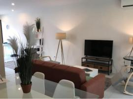 Beautiful Modern flat across the road from Beach, Hotel mit Pools in Ko Samui