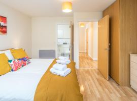 Central Watford stylish 2 bedroom Serviced Apartment with Free Parking, apartment in Watford