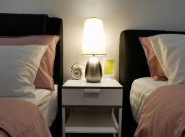 Landmark High Floor Seaview Suite, Gurney # 500mbps Wifi wt Netflix, apartment in Tanjong Tokong