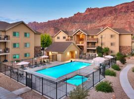 6B Cozy Moab RedCliff Condo, Pool & Hot Tub, apartment in Moab