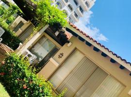 HABITACION DE VILLA PARA 3 Personas 2 Adultos 1 menor Dentro del Hotel en IXTAPA WIFI GRATIS, hotel en Ixtapa