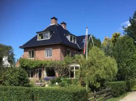 Prachtige villa aan het Spaarne, B&B in Haarlem