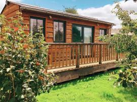 The Holford Arms Chalets and Glamping, glamping site in Didmarton