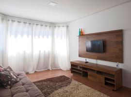 Lindo apartamento no Centro de Canela, novo com 2 quartos, pet-friendly hotel in Canela