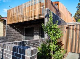Villa 3-Bed House With Rooftop and Parking Near Yarra Park Melburnā