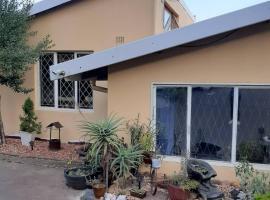 Self catering Js Flat, Glen Anil, cheap hotel in Durban