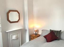 4-Bed House 10min walk to town centre in Blackpool, pet-friendly hotel in Blackpool
