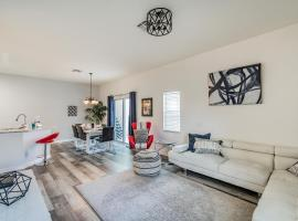 Renovated TownHouse with Private Pool Home 5 STARS, budget hotel in Kissimmee