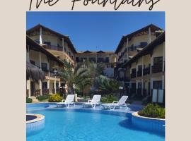 Apartamento por temporada, na Praia das Fontes-Condomínio The Fountains, hotel with pools in Beberibe
