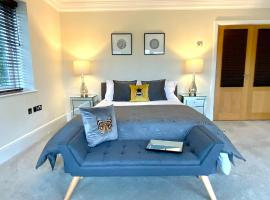 Private Room - The River Room at Burway House on The River Thames, hotel near Thorpe Park, Chertsey