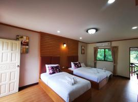 RS​ PHONG​RIVER​SIDE RESORT, hotel in Ban Nong Hin
