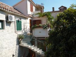 Apartments Ivica, hotel in Trogir