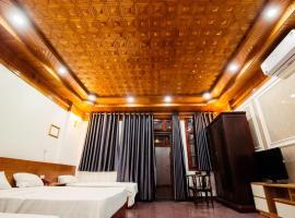 Khách Sạn Crowns HM, hotel in Hanoi