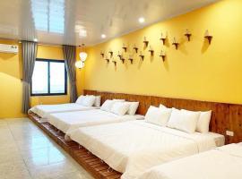 Ầu ơ - a retro homestay by Sky garden Tamdao, pet-friendly hotel in Tam Ðảo