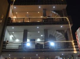 NORTHERN CROWN, hotel near Sri Guru Ram Dass Jee International Airport - ATQ, Amritsar