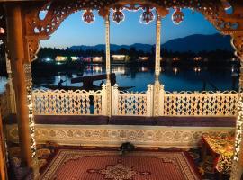 Houseboat Altaf and transportation, boat in Srinagar