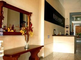 HOTEL FLOR AMARILLO, отель в городе Йопаль